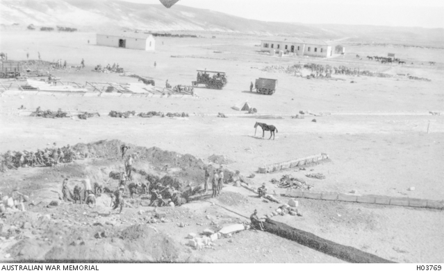 A Light Horse unit digs to locate a water supply outlet at Asluj. H03769